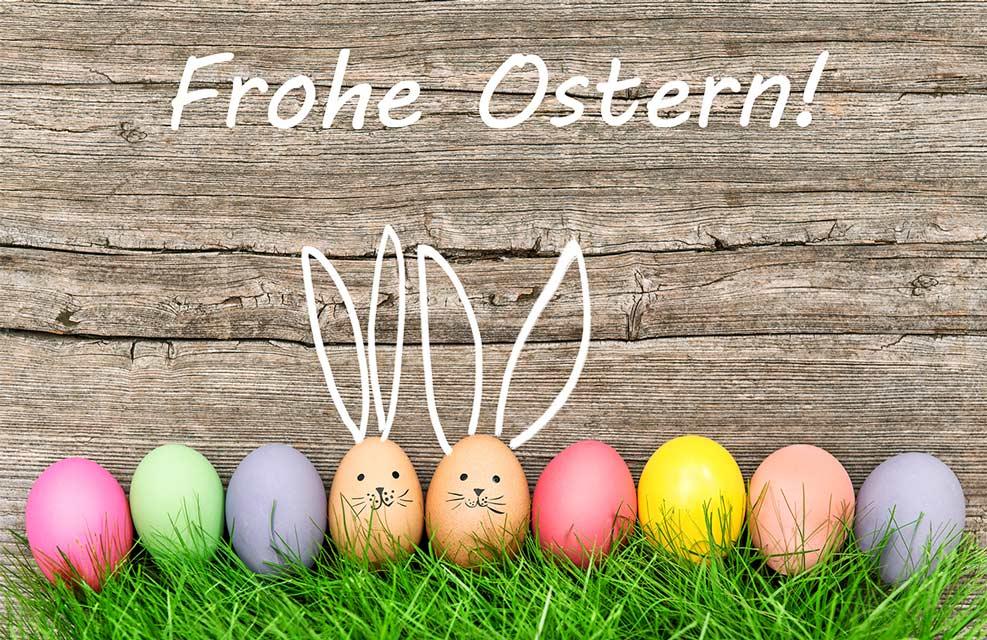Bunte Ostereier mit lustigen Hasenohren