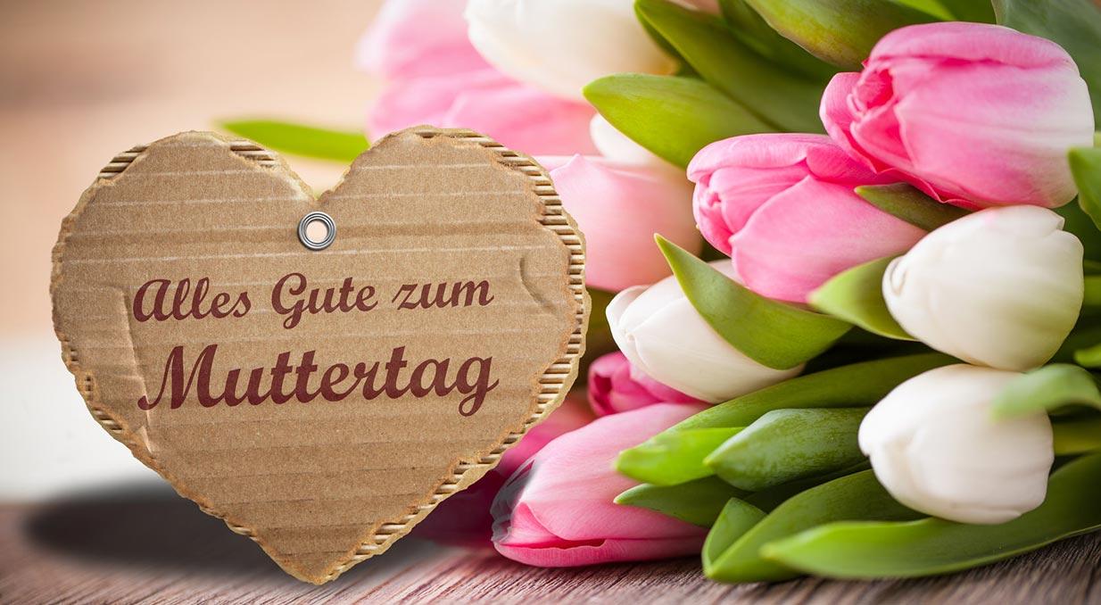 Ein Strauß mit Tulpen und ein Herz mit Alles Gute zum Muttertag