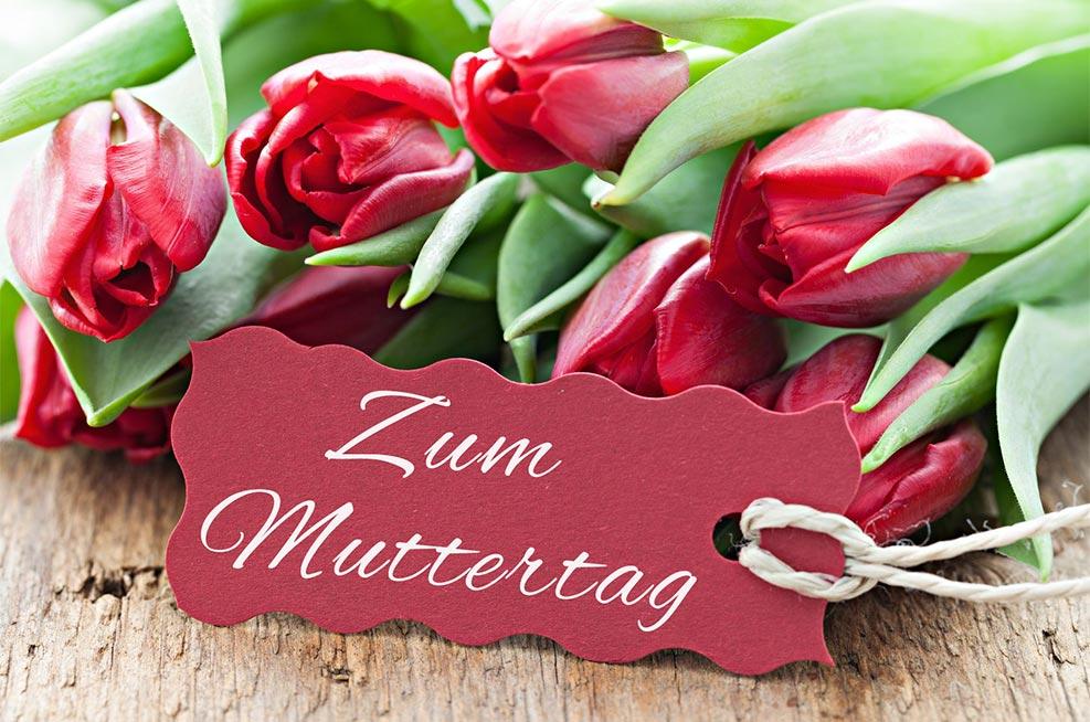 Zum Muttertag mit Tulpen und Schild