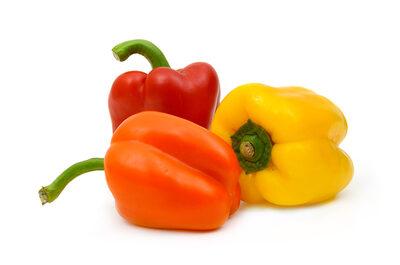Drei Paprika (rot, orange, gelb)